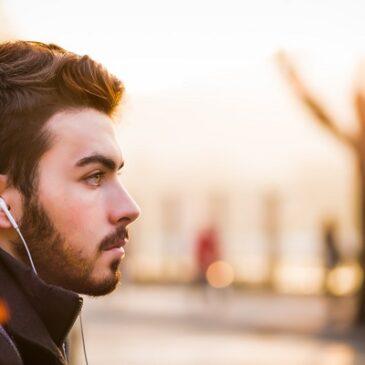 5 Best Earphones with Wireless Charging Case